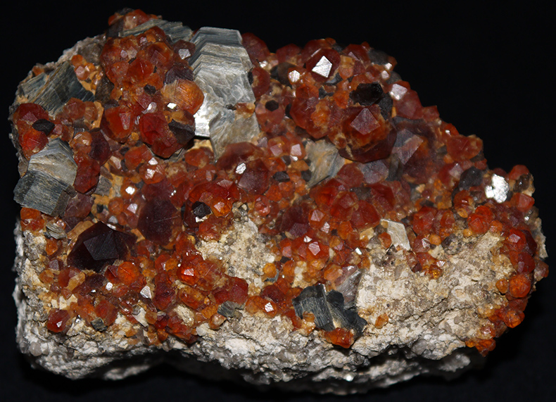 Spessartine Garnets and Biotite Mica